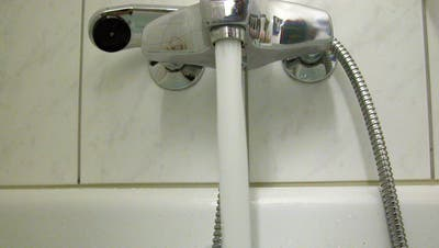 Stromstoss in der Badewanne wegen Handy: Junge Frau stirbt in Gossau