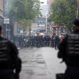 Die Stadtpolizei zeigte in Zürich Präsenz und löste eine unbewilligte Demonstration auf. (Bild: Keystone)