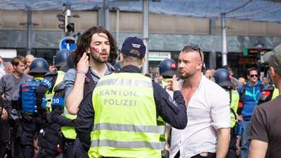 Eine Festnahme, zehn Anzeigen und viele offene Fragen: Das Fazit der Polizei zur illegalen Demo in Aarau