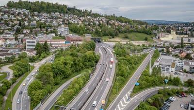 Hier im Grosshof-Gebiet würde der Bypass von der bestehenden Autobahn abzweigen. (Bild: Pius Amrein  (Kriens, 10. Mai 2021))