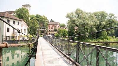 1863 gebaut, in den 80er Jahren zum letzten Mal saniert: Die Paul-Fischer-Brücke zwischen Wettinger Klosterhalbinsel und Neuenhofs Klosterrüti. (Barbara Scherer (2017))