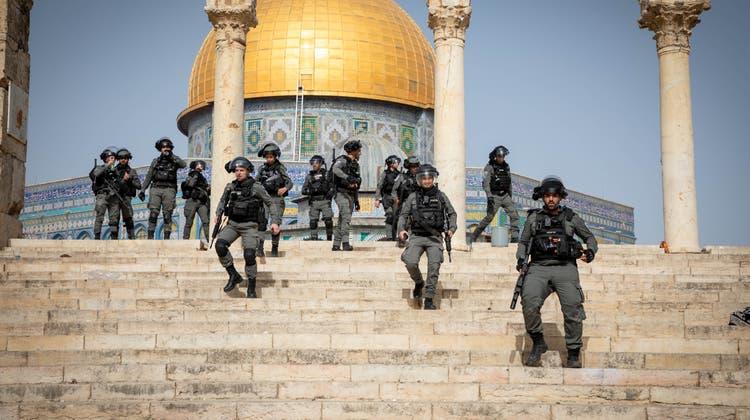 Die israelische Polizei hat am Montagabend damit begonnen, Jerusalems Altstadt (im Bild der Felsendom) zu evakuieren. (Getty)