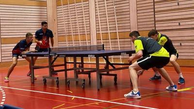 Das Wiler Doppel Hotz/Schmid im Spiel gegen den amtierenden Schweizer-Meister-Doppel Moullet/Vendé von La Chaux-de-Fonds. (Bild: PD)