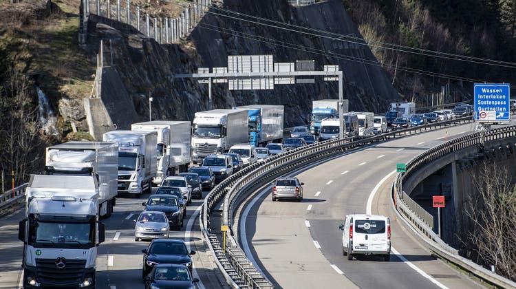 Rückreisestau an Ostern: Mehr Lockerungen dürften an den kommenden Feiertagen auch mehr Verkehr bringen. (Keystone)