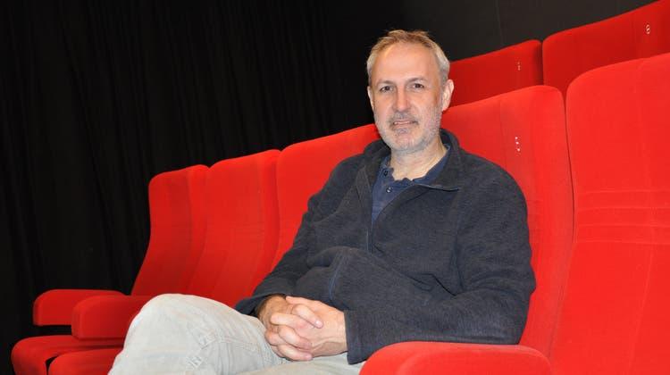 Bruno Arnold, Geschäftsführer des «Cinepol», Sins, blickt positiv in die Zukunft. (Bild: Nathalie Wolgensinger)