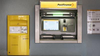 Postfinance: Die Leistungen bleiben gleich, der Service aber wird teurer. (Keystone)