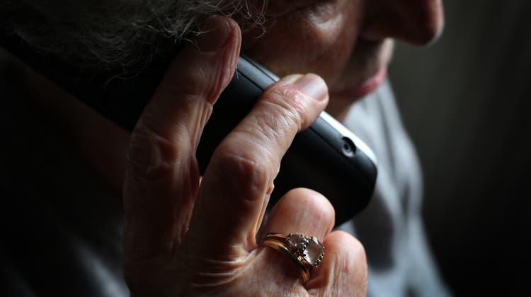 Die Kantonspolizei Zürich verhaftet am vergangenen Mittwoch einen mutmasslichen Telefonbetrüger. (Symbolbild) (Keystone)