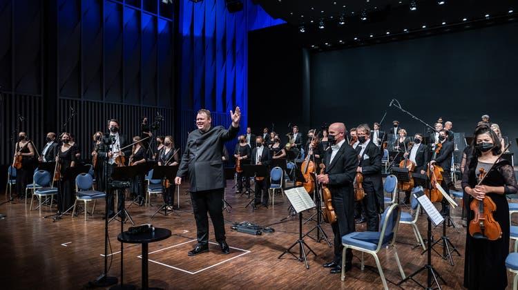 Tosender Applaus für Rune Bergmann und die Argovia Philharmonic. (Patrick Hürlimann)
