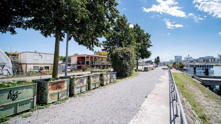 Das Hafenareal ist immer wieder Ort grosser Partys. Künftig bleibt die Uferstrasse aber an den Wochenenden für Autos gesperrt. (Kenneth Nars)