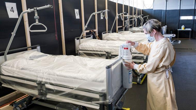 Im Nachhinein ist man klüger: Das Coronareferenzspital auf dem Bruderholz kostete unverhältnismässig viel. (Bild: Kenneth Nars)