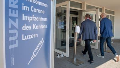 Ab sofort werden Impftermine an alle Luzernerinnen und Luzerner vergeben. (Bild: Boris Bürgisser (Willisau, 03. Mai 2021))