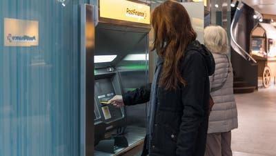 Postfinance schneidet im Gebührenvergleich schlecht ab. (Keystone)