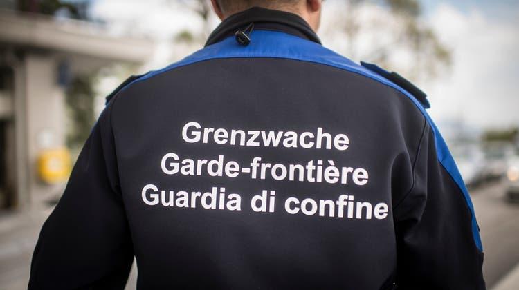 Grenzwächter führten in Koblenz eine Kontrolle durch. Erst beim Kraftwerk in Klingnau konnte der flüchtende und stark alkoholisierte Fahrer gestellt werden. (Symbolbild / TAGBLATT)