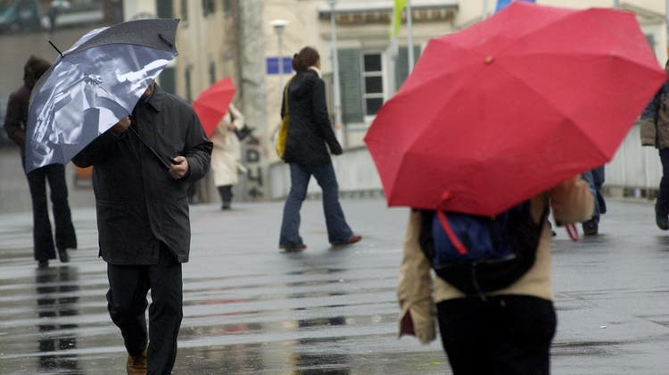 Es gibt kein schlechtes Wetter, es gibt nur schlechte Kleidung, das lernen wohl oder übel jetzt auch Städterinnen und Städter. (Bild: Hanspeter Baertschi)
