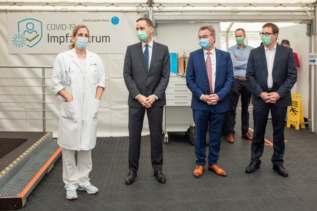 Barbara Jakopp, Jean-Pierre Gallati, Robert Rhiner und Andreas Obrecht im Impfzentrum des Kantonsspital Aarau (KSA).