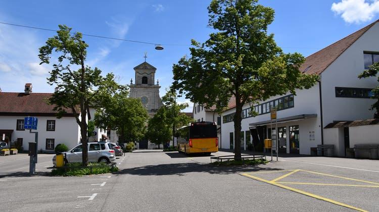 Der heute hauptsächlich als Parkplatz genutztePlatz vor dem Kloster Mariastein soll mit Unterstützung des Kantons neu gestaltet werden (Bea Asper)