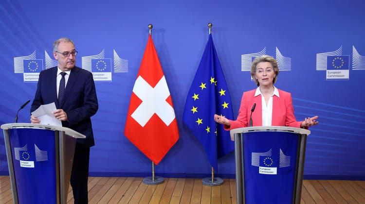 Wie geht es weiter mit dem Rahmenvertrag? Bundespräsident Guy Parmelin und EU-Kommissionspräsidentin Ursula von der Leyen an der Pressekonferenz nach dem Treffen in Brüssel. (Bild: François Walschaerts/EPA(23. April 2021))