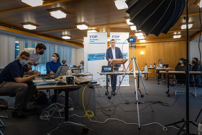 Vor Ort waren Referentinnen und Referenten, Präsidium und Geschäftsstelle. Aufgenommen am 11. Mai 2021 in der AIHK (Handelskammer) in Aarau.