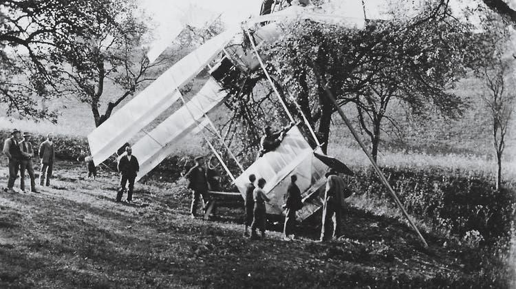 Nach dem Unfall wurden die Trümmerteile des Flugzeugs geborgen, mit einem Pferdewagen nach Läuffelfingen gebracht und mit dem Zug zurück nach Deutschland gefahren. (zVg)
