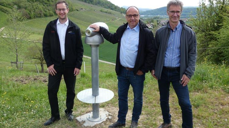 Christoph Hagenbuch (v. l.), Präsident Bauernverband Aargau, Markus Dieth, Regierungsrat und Landwirtschaftsdirektor, sowie Matthias Müller, Leiter Landwirtschaft Aargau, sind auf dem Buurelandwegunterwegs. (Bild: Ina Wiedenmann)