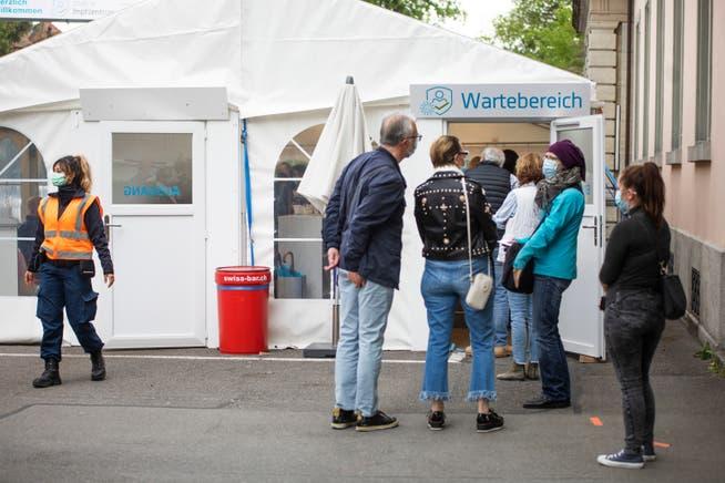 Im Aargau haben am Montag 3297 Personen die erste Impfdosis erhalten.