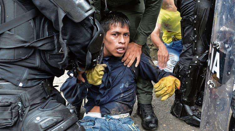 Kolumbiens Katastrophe: Wie ein Ex-Guerilla-Kämpfer das Land aus dem Chaos führen will