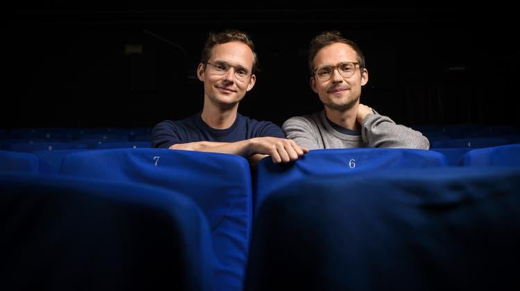 Ramon (l.) und Silvan Zürcher bringen nun ihren Zweitling, «Das Mädchen und die Spinne» ins Kino. (Bild: Anthony Anex / Keystone)