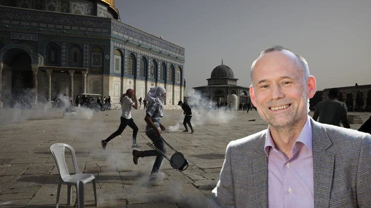 Zusammenstösse zwischen Palästinensern und der israelischen Polizei vor der Al-Aqsa-Moschee auf dem Tempelberg. (keystone)