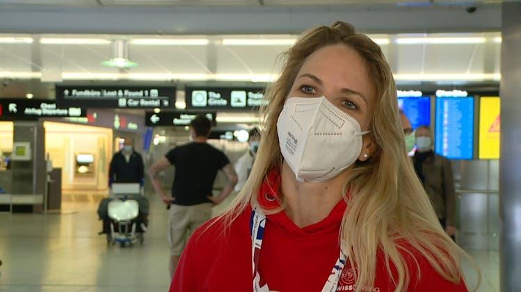 Applaus am Flughafen: Die Curling-Weltmeisterinnen sind wieder zurück in der Schweiz
