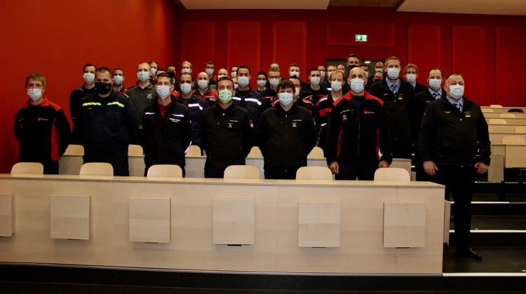30 frischgebackene Feuerwehroffiziere