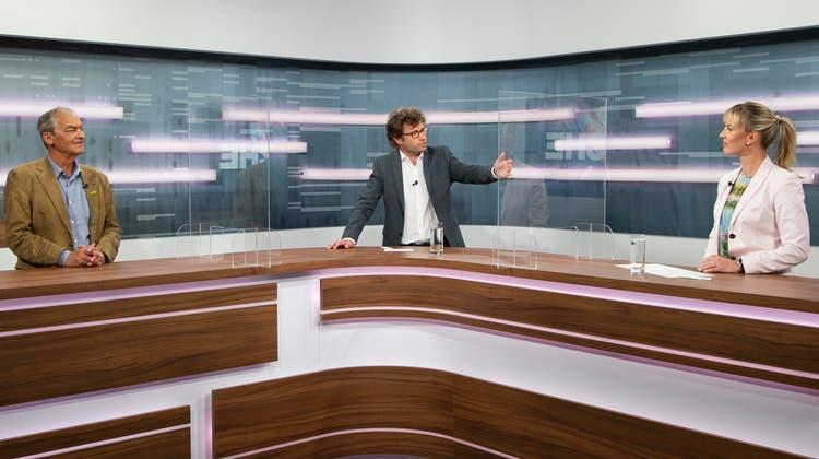 Kurt Egger (links) und Diana Gutjahrdiskutieren in der TVO-Sendung «Zur Sache» unter der Leitung von Tagblatt-Chefredaktor Stefan Schmid über das CO2-Gesetz. (Bild: Ralph Ribi)