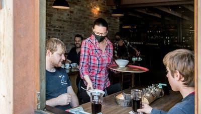 Bisher war Essen in Beizen nur für Büezer erlaubt, wie etwa hier im Restaurant Baragge in Sursee. (Bild: Nadia Schärli (2. März 2021))