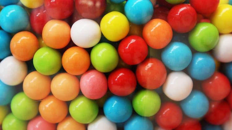 Der Zusatzstoff E171 enthält Titandioxid in Form von Nanopartikeln und wird als Weiss- und Glanzmachereingesetzt, beispielsweise in Kaugummis. (Bild: Manuela Jans-Koch)