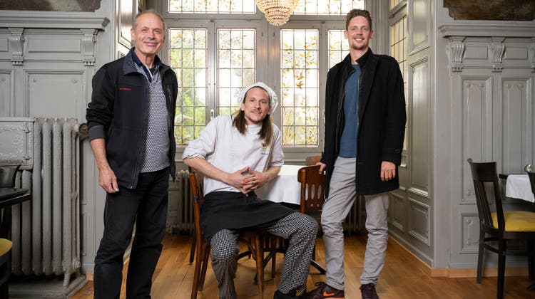 Viktor Berger (v.l.n.r.), Starkoch Tim Munz und Alex Berger sind die neuen Gesichter des Restaurants Oberstadt in Baden. (Bild: Alex Spichale)
