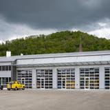 Die J. Senn AG will diese Halle im Döttinger Industriegebiet auf der anderen Seite sowie rechts fast um das Dreifache erweitern. (Alex Spichale)