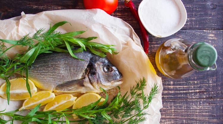 Mediterrane Ernährung wird immer wieder angepriesen - doch wenigen gelingt die Umstellung des Menus tatsächlich. (Bild: Getty)