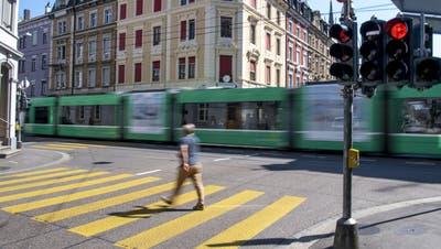 Die Basler Innenstadt ist ein Nadelöhr: Die geplanten Veränderungen sollen das Gebiet entlasten. (Keystone)