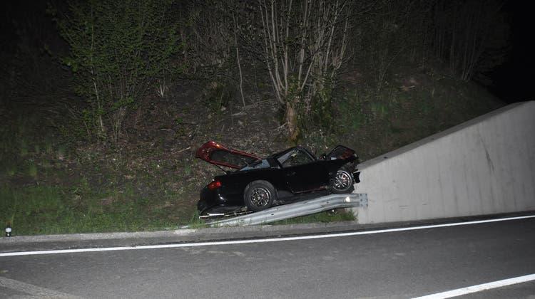 Herrschaft über Fahrzeug verloren: Ein Verletzter nach Selbstunfall