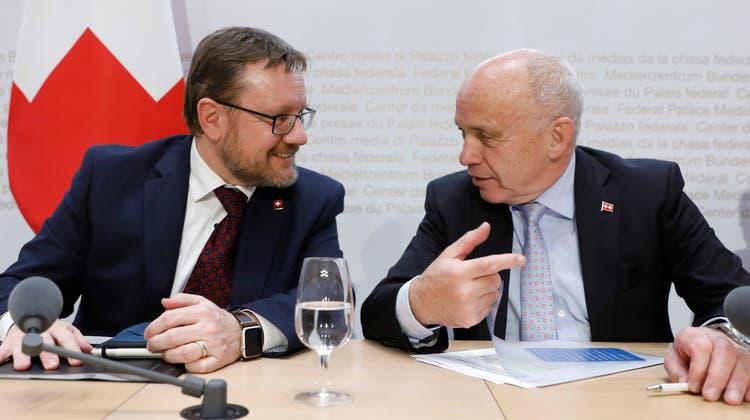 Stellt sich hinter den Zolldirektor Christian Bock: Bundesrat Ueli Maurer. (Keystone)