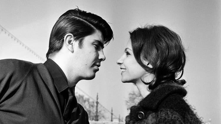 Dating war früher viel ineffizienter als heute.Das Kennenlernen brauchte mehr Mut und Zeit. (Bild: Keystone /Gesangsduo und Ehepaar Esther und Abi Ofarim)