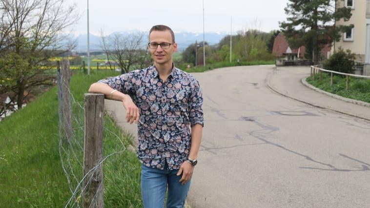 In Reitnau hat Marc Hochuli eine Aussicht in die Alpen, die durchaus als Touristenattraktion durchgehen könnte. (Flurina Dünki)