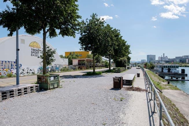 Treffpunkt für junge Menschen: Das Hafenareal ist beliebt, besonders da sonstige Partyorte derzeit nicht geöffnet sind.