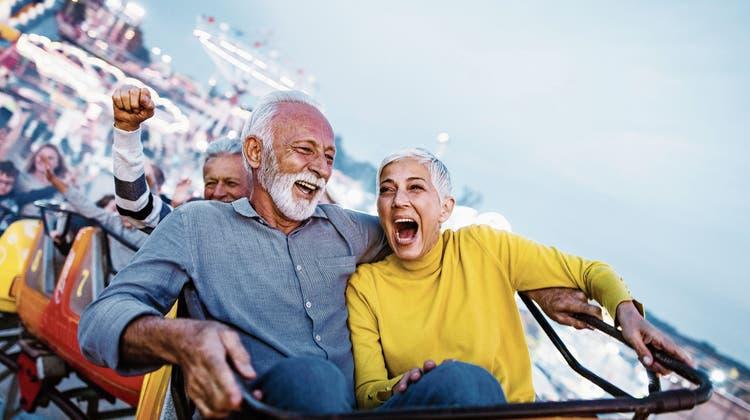 Vorzeigesenior: der Mann links, hier auf Achterbahnfahrt. (Bild: Getty)