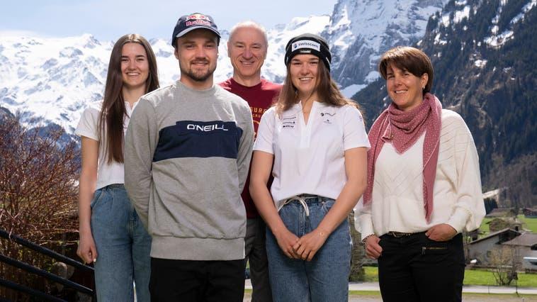 Die Familie Bösch in ihrem Garten in Engelberg: Luana, Fabian, Vater Markus, Alessia und Mutter Michèle (von links). (Claudio Thoma)