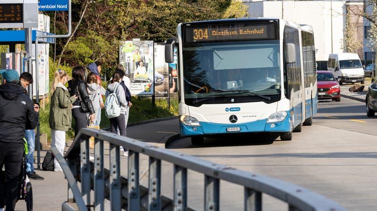 Der Bus 304 fährt künftig nur noch verkürzt bis Unterengstringen Sennenbüel. Daran scheinen nun auch die Änderungsbegehren der Weininger Bevölkerung nichts zu ändern. (Severin Bigler)