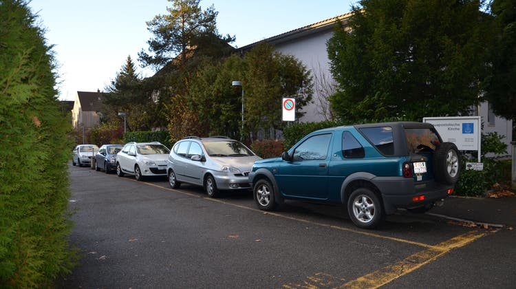 Oft sind die Parkplätze besetzt in Windisch. (Bild: jam (18. November 2015))