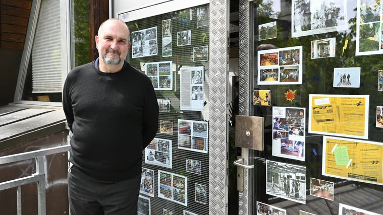 Werner Schläfli 50 Jahre Verein Komitee Jugendzentrum Grenchen Stille Vernissage an den Eingängen des Lindenhaus Grenchen mit Fotos der 50 Jahre. (Oliver Menge)