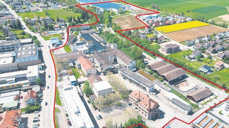Sogar sein Verwaltungsgebäude (links unten) gehört dem Unternehmen nicht mehr: Das Von-Roll-Areal (rot) in Breitenbach (weiss gestrichelt: Grenze zu Büsserach). (bwi/bearbeitet von mia)