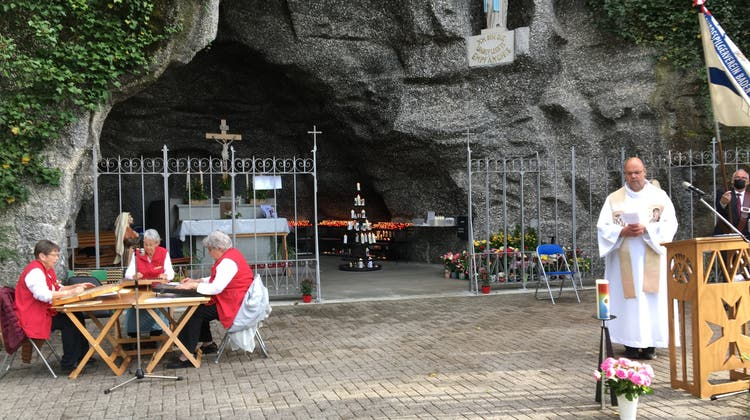 Maiandacht des Lourdespilgervereins Baden und Umgebung in der Lourdesgrotte Leuggern