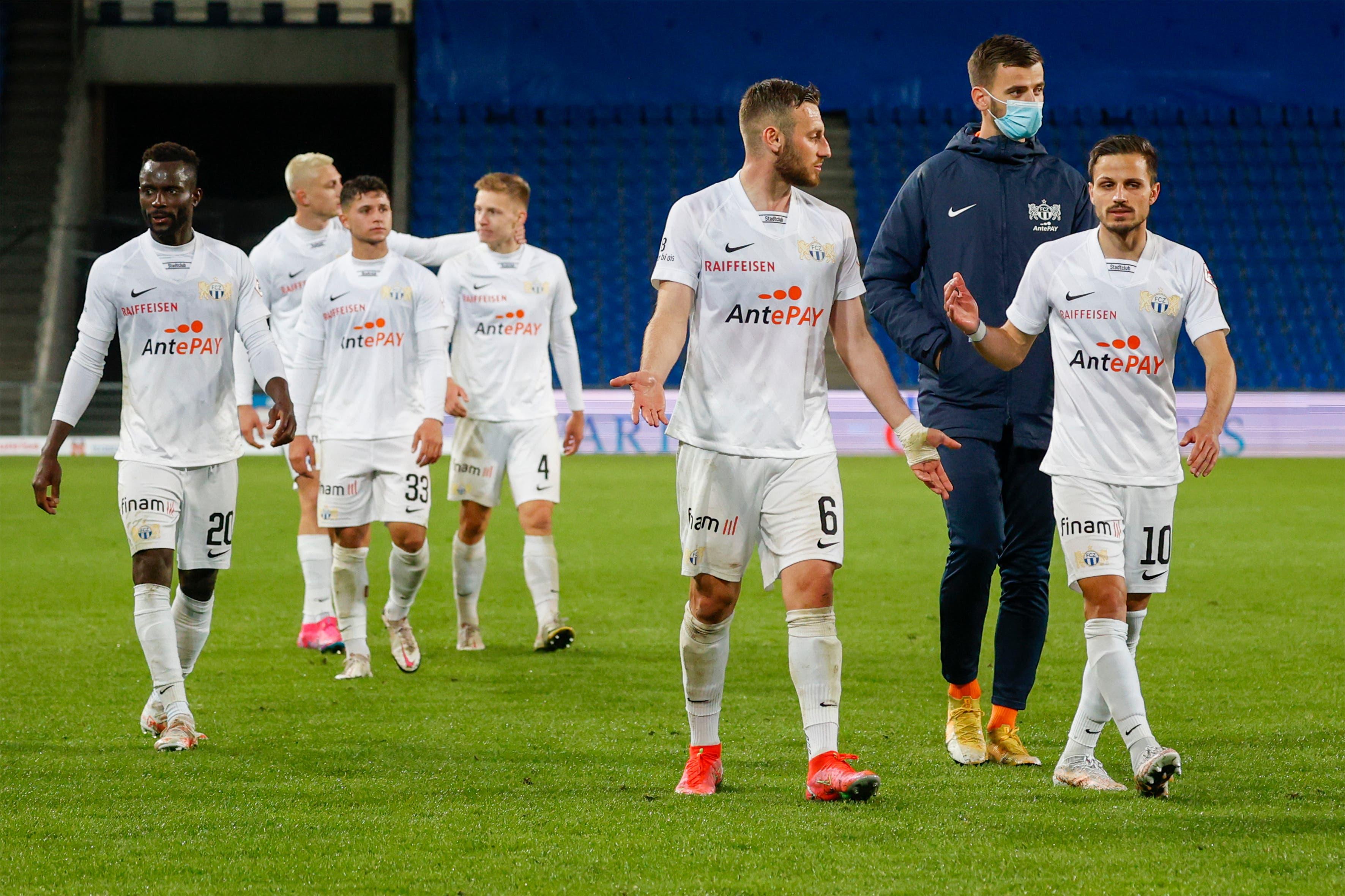 Hängede Köpfe beim Gegner. Immerhin spielt der FC Zürich auch nächste Saison erstklassig.